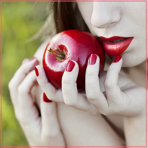 Яблоки с красной кожей